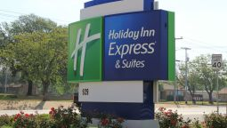 Exterior view Holiday Inn Express & Suites FLORESVILLE