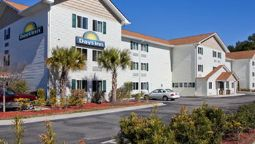 Exterior view DAYS INN DARIEN
