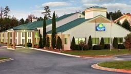 Exterior view Days Inn & Suites Norcross