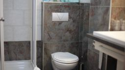 Bathroom City Code Vizura Garni Hotel