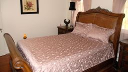 Hotel Pine Breeze Bed and Breakfast - Belleville