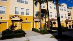 Hotel 3 bedroom Townhome close to Convention Center by RedAwning - Williamsburg (Florida)