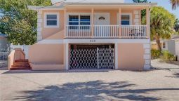 Hotel 3 bedrooms home with heated pool jacuzzi tub by RedAwning - Fort Myers Beach (Florida)