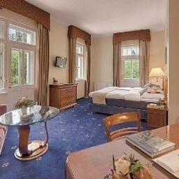 Grand_Hotel_Sonnenbichl-Garmisch-Partenkirchen-Room_overlooking_garden-885.jpg