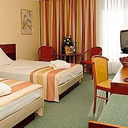 Wyndham_Garden-Kassel-Room-5-1150.jpg
