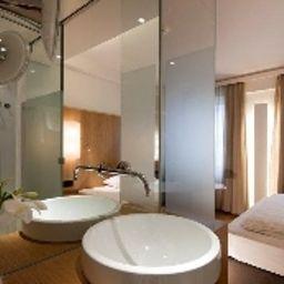 Maximilian_Stadthaus_Penz-Innsbruck-Bathroom-2-1387.jpg