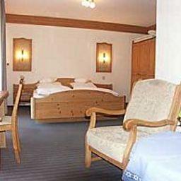 Adler-Stube-Muenstertal-Room-1-2733.jpg