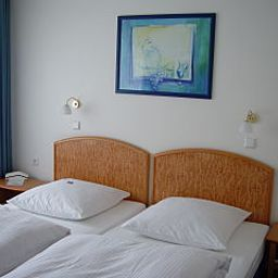 Huber-Dachau-Room-1-4099.jpg