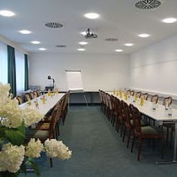 Mayer-Germering-Conference_room-5709.jpg