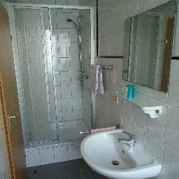 Center-Essen-Bathroom-1-6644.jpg