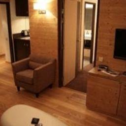 Park_Suites_Prestige_Megeve_Les_Loges_Blanches-Megeve-Komfortzimmer-8183.jpg