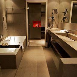 Grischa_Superior-Davos-Bathroom-1-8304.jpg