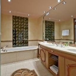 Carlton_St_Moritz-Sankt_Moritz-Bathroom-1-10458.jpg