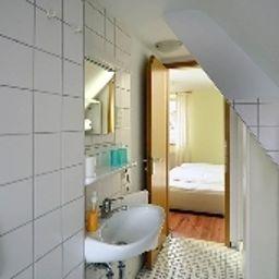Krone-Stuttgart-Bathroom-1-14966.jpg