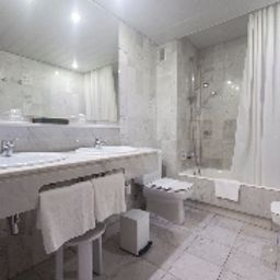 Silken_Indautxu-Bilbao-Bathroom-15144.jpg