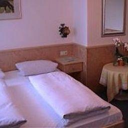 Zur_Schoenen_Aussicht-UEbersee-Room-3-15679.jpg