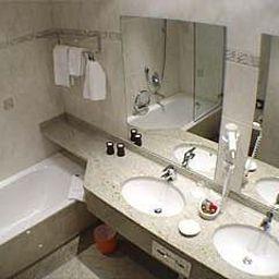 Continental-Bonn-Bathroom-2-16175.jpg