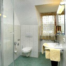 Lerner_Gasthof-Freising-Bathroom-1-16721.jpg