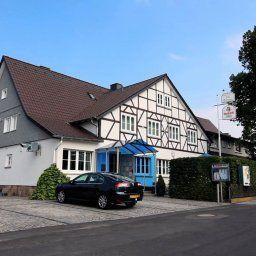 Am_Traetzhof_Landhotel-Fulda-Aussenansicht-1-16785.jpg