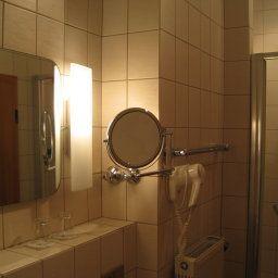 Bayerischer_Hof_Garni_Boardinghouse-Ingolstadt-Bathroom-7-17086.jpg