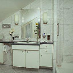 Bathroom Anna