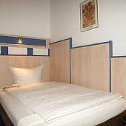 Friesen_Hotel-Jever-Standardzimmer-4-23429.jpg