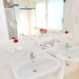 Elbotel-Rostock-Bathroom-2-24286.jpg