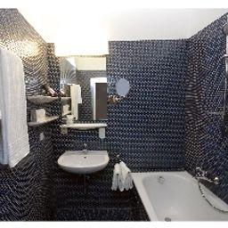 Vier_Jahreszeiten-Salzburg-Bathroom-1-24392.jpg