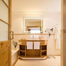 Tirolerhof-Zell_am_See-Bathroom-1-26278.jpg