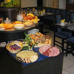 Breakfast buffet Strobl