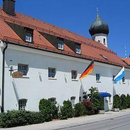 Strobl-Baierbrunn-Exterior_view-27314.jpg