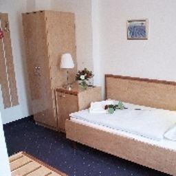 Ambassador-Essen-Single_room_standard-1-29903.jpg