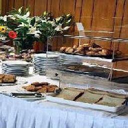 Petit-déjeuner buffet Queen Olga
