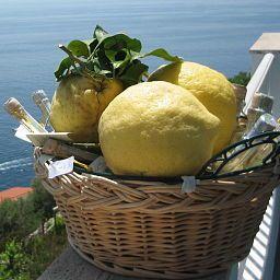 Holiday-Praiano-Kitchen-31999.jpg