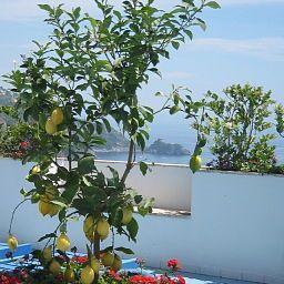 Holiday-Praiano-Terrace-1-31999.jpg
