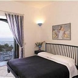 Holiday-Praiano-Double_room_superior-3-31999.jpg