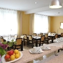 Ferchenhof-Munich-Restaurantbreakfast_room-32772.jpg