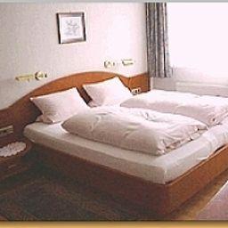 Gerichtsschaenke_Garni-Bad_Gandersheim-Standardzimmer-1-34971.jpg
