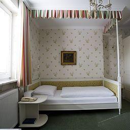 Hohenstauffen-Salzburg-Standardzimmer-8-35318.jpg