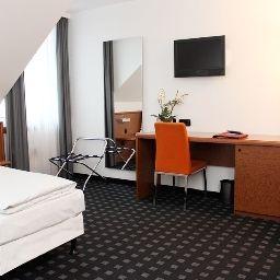 Ara-Ingolstadt-Triple_room-36920.jpg