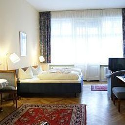 Majesty_Pension-Berlin-Suite-42559.jpg