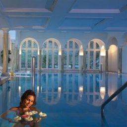 Swimming pool Chasa Montana Hotel & Spa