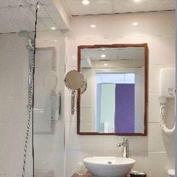 Montparnasse_Alesia-Paris-Bathroom-1-43590.jpg