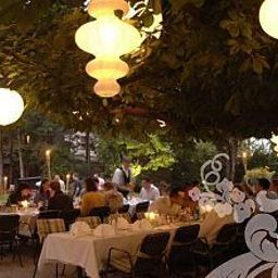 Maria_Theresia-Hall_in_Tirol-Garden-9-51188.jpg