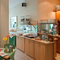Winters_Eurotel_Boardinghouse_Non_Smoking-Offenbach-Buffet-62299.jpg