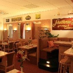 Kastanienhof-Berlin-Restaurantbreakfast_room-63998.jpg