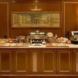 Petit-déjeuner buffet River Palace Hotel