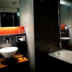 Opera_de_Noailles_Golden_Tulip-Paris-Bathroom-1-66456.jpg