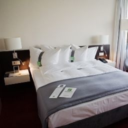 Holiday_Inn_BERLIN_AIRPORT_-_CONF_CENTRE-Berlin-Double_room_superior-67412.jpg