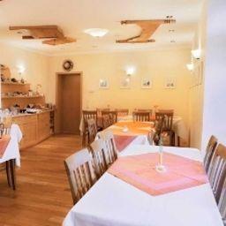 Riedstadt_Garni-Riedstadt-Breakfast_room-3-69178.jpg